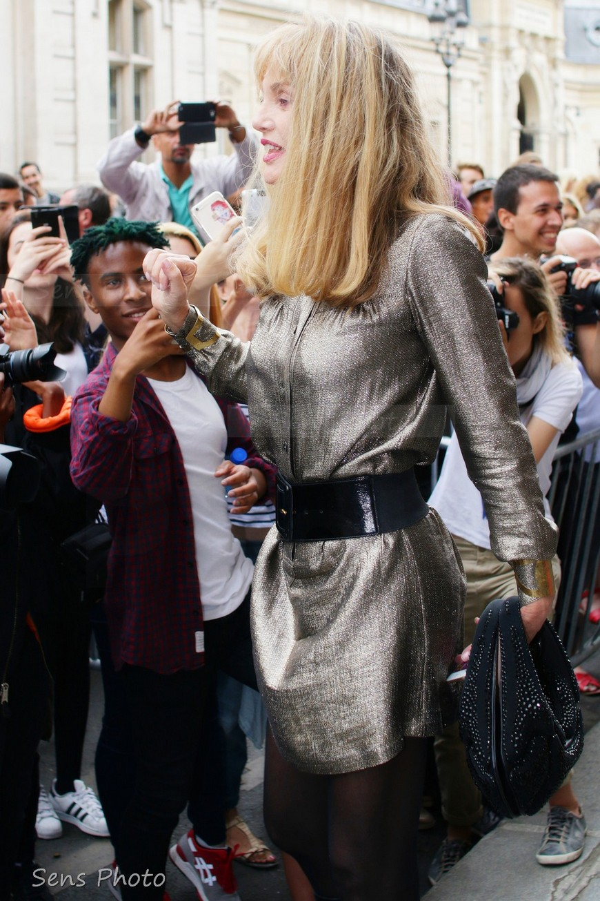 Arielle Dombasle attends Paris Fashion Show