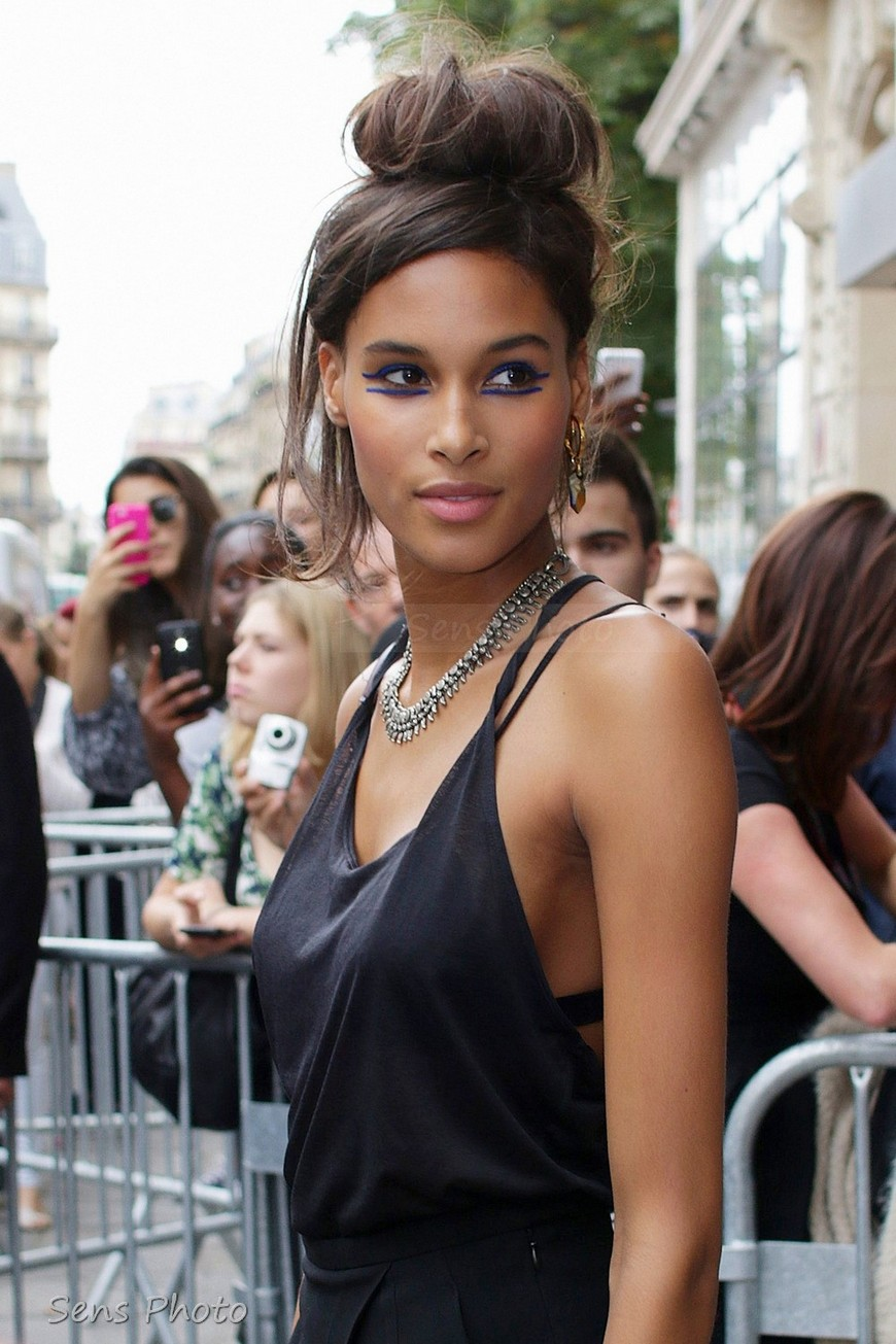 Cindy Bruna Fashion Week