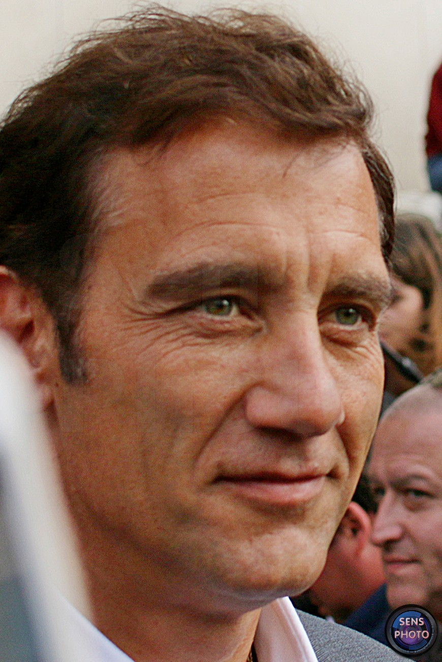 Clive Owen attends Armani Show @Paris Fashion Week Haute Couture