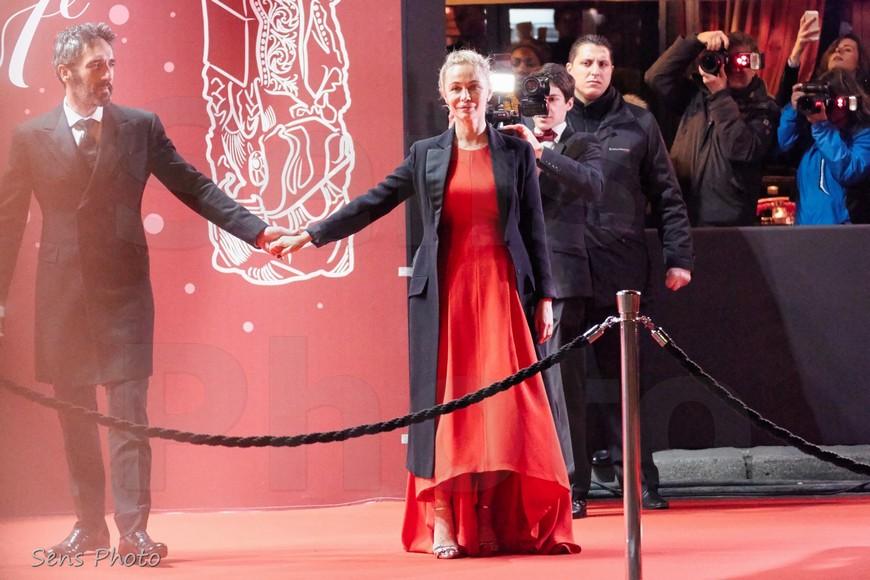Emmanuelle Béart arrive à la 41e cérémonie des César 2016