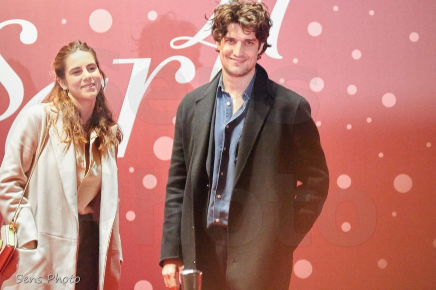 Louis Garrel arrive aux César 2016
