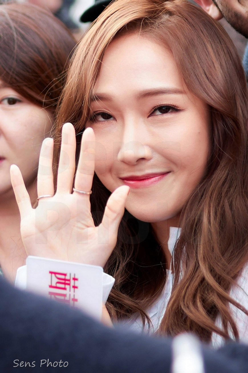 Jessica Jung salue son public