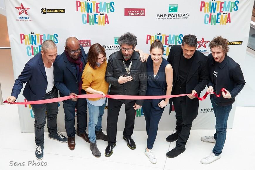 coupé du ruban pour l'ouverture du Printemps du Cinéma 2016